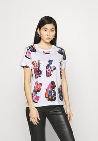 Desigual - Designed by Mr. Christian Lacroix - T-shirts med print - white - 0