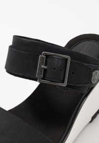 Timberland - KORALYN BAND WEDGE - Pantofle na podpatku - black - 2