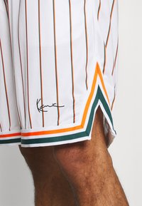 Karl Kani - SMALL SIGNATURE PINSTRIPE - Shorts - white - 4