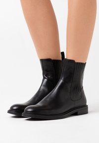 Vagabond - AMINA - Classic ankle boots - black - 0