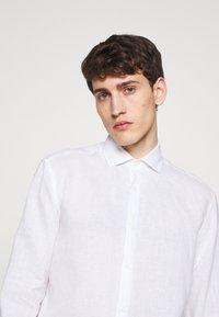 Frescobol Carioca - REGULAR - Shirt - white - 3