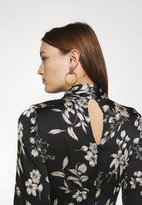 Dorothy Perkins - LARGEFLORAL HEMMIDI DRESS - Kjole - black - 5