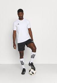 Under Armour - CHALLENGER  - Pantalón corto de deporte - black/white - 1