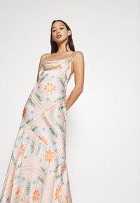 Never Fully Dressed - PEACH SUNSHINE MYA DRESS - Cocktailkjoler / festkjoler - peach - 5