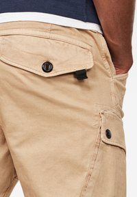 G-Star - ROXIC STRAIGHT TAPERED - Cargo trousers - sahara gd - 2