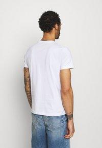 Diesel - T-DIEGOS-E35 UNISEX - Print T-shirt - white - 2