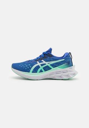 NOVABLAST 2 - Obuwie do biegania treningowe - lapis lazuli blue/white