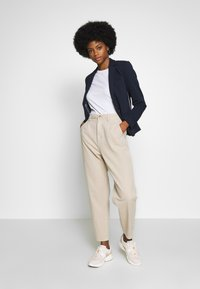 edc by Esprit - BARREL LEG UTIL - Spodnie materiałowe - sand - 1