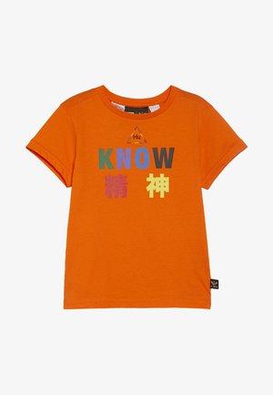 PHARRELL WILLIAMS TBIITD TEE - Camiseta estampada - orange