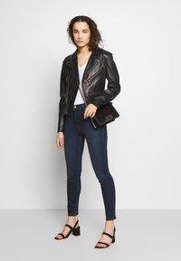 J Brand - ALANA HIGH RISE CROPPED PANT - Jeans Skinny Fit - fix - 1