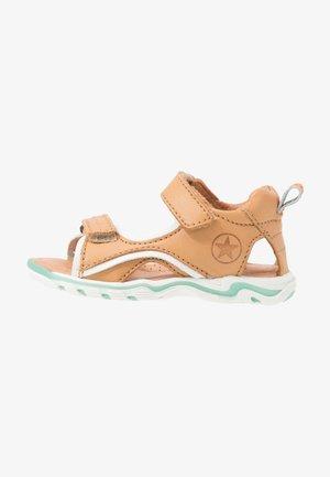 ARTHUR  - Chodecké sandály - natural