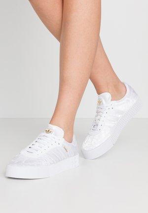 SAMBAROSE - Sneakersy niskie - footwear white/gold metallic