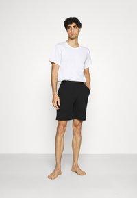 Pier One - LOUNGE HENLEY SHORTS - Pyjama bottoms - black - 1