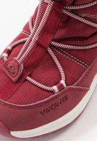 Viking - OKSVAL GTX - Zimní obuv - dark red/red - 2