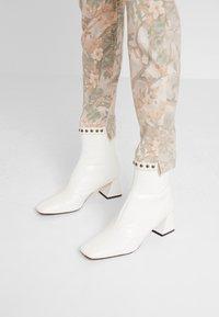 Mos Mosh - SUMNER RIO PANT - Slim fit jeans - rose flower - 3