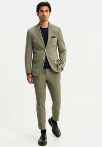 WE Fashion - HEREN SLIM FIT  - Giacca elegante - olive green - 1