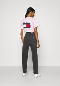 Tommy Jeans - MOM COMFORT - Relaxed fit jeans - denim black - 2