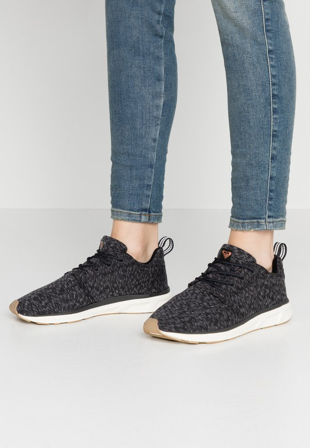 SET SESSION  - Trainers - black rinse