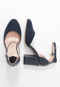 Dorothy Perkins Wide Fit - WIDE FIT DEBS ROUND TOW TWO PART COURT - Zapatos altos - navy - 3