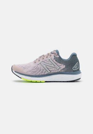 680 - Neutral running shoes - logwood