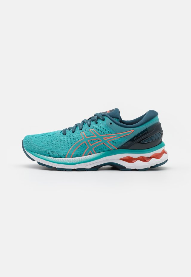 GEL-KAYANO 27 - Stabile løpesko - techno cyan/sunrise red