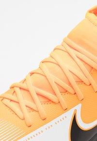 Nike Performance - MERCURIAL 7 CLUB IC - Halové fotbalové kopačky - laser orange/black/white - 5