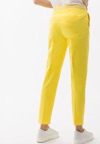 BRAX - STYLE MARON - Bukser - yellow - 2