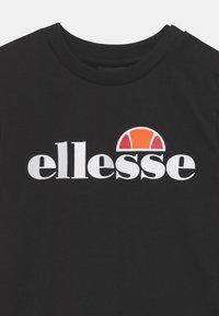 Ellesse - LEOPOLDI SET UNISEX - Shorts - black - 3