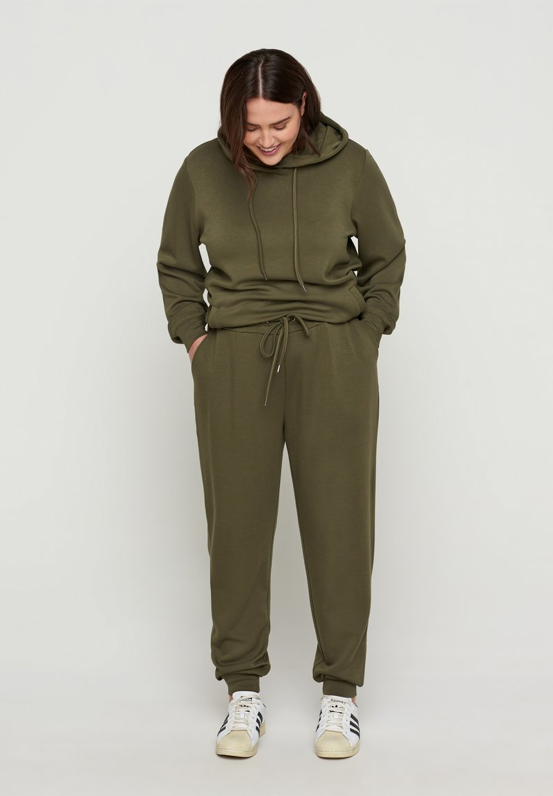 Zizzi - Tracksuit bottoms - ivy green