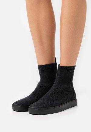OYAEVO - Classic ankle boots - black