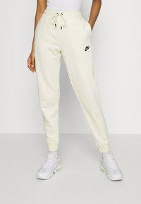 Nike Sportswear - Pantalones deportivos - coconut milk - 0