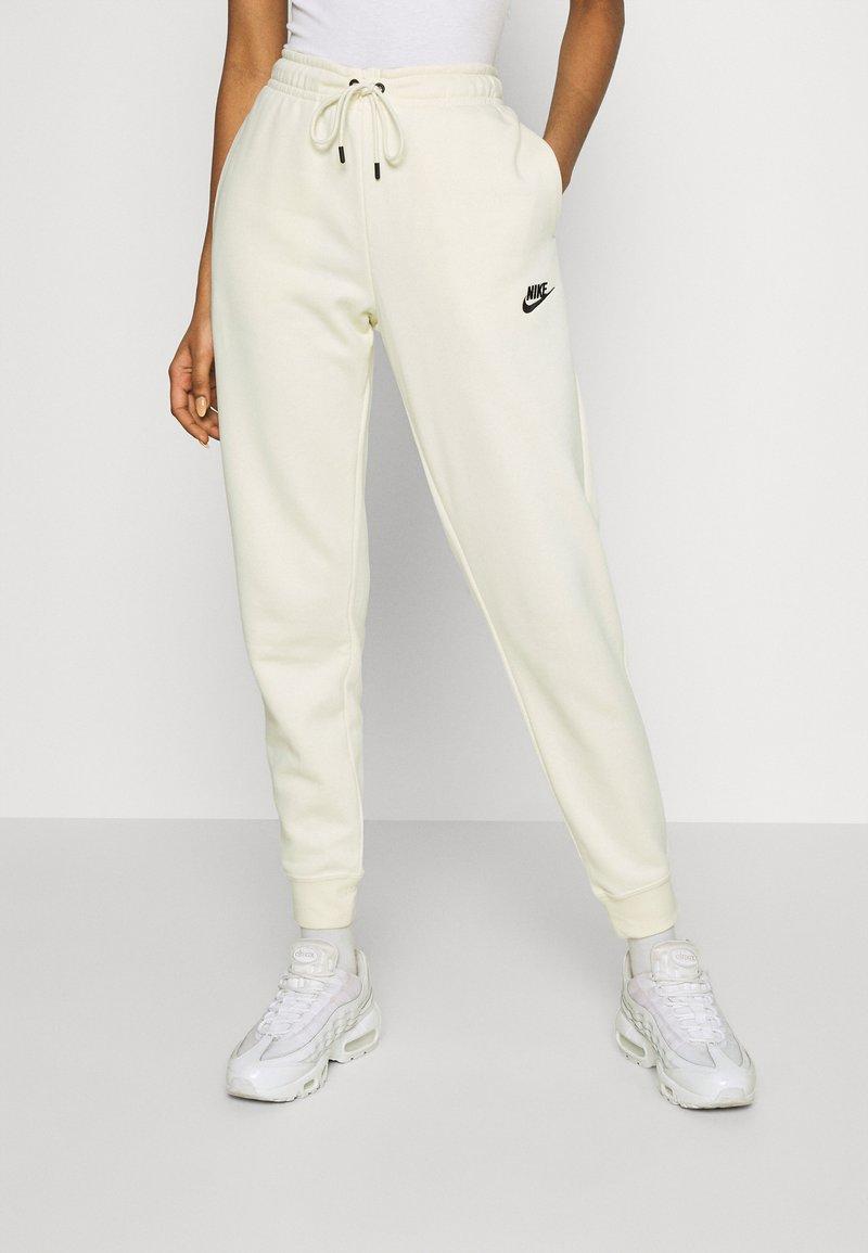 Nike Sportswear - Pantalon de survêtement - coconut milk