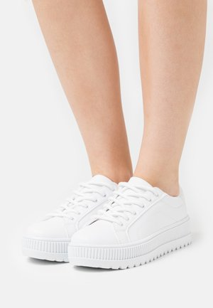 ABOVE & BELOW - Trainers - white