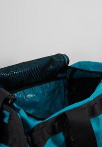 The North Face - BASE CAMP DUFFEL M UNISEX - Sports bag - fanfare green/black - 5
