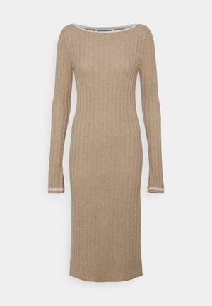 BOAT NECK DRESS - Shift dress - camel