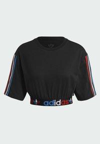 adidas Originals - PRIMEBLUE ADICOLOR ORIGINALS RELAXED T-SHIRT - Camiseta estampada - black - 7