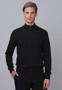 Basics and More - Cardigan - black melange - 0