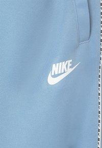 Nike Sportswear - REPEAT - Verryttelyhousut - psychic blue/white - 2