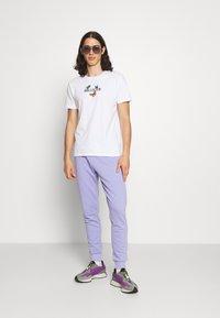 NU-IN - BASIC SLIM FIT JOGGERS - Tracksuit bottoms - light purple - 1