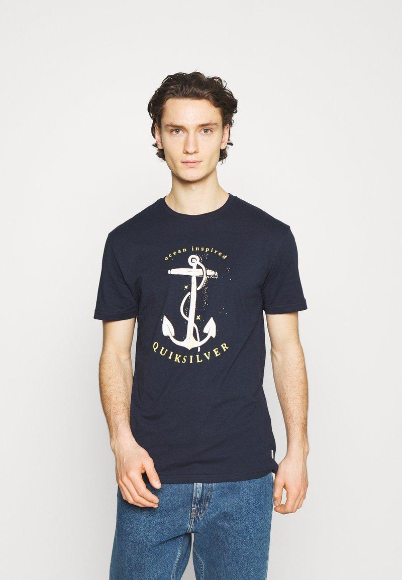 Quiksilver - SAVIORS ROAD - Print T-shirt - navy blazer