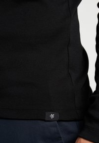 Marc O'Polo - LONGSLEEVE TURTLENECK - Camiseta de manga larga - black - 3