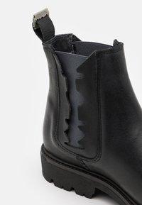 Shelby & Sons - RIDGACRE CHELSEA BOOT - Kovbojské/motorkářské boty - black - 5