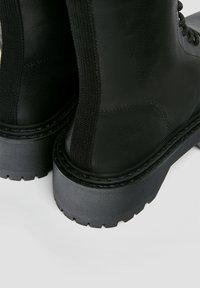 PULL&BEAR - Kotníkové boty na platformě - black - 3