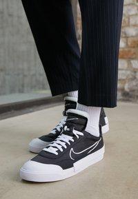 Nike Sportswear - DROP-TYPE HBR - Zapatillas - black/white - 3