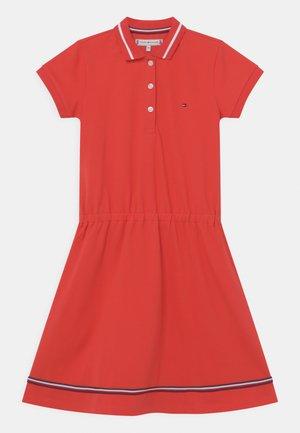 Denní šaty - daring scarlet