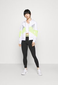 ONLY PLAY Petite - ONPAGATA JACKET PETITE - Chaqueta de entrenamiento - white/safety yellow/iridescent - 1