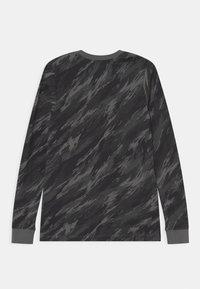 Nike Sportswear - TEE CAMO FUTURA - Maglietta a manica lunga - iron grey - 1