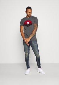 Brave Soul - OLIVER - Jeans Skinny Fit - dark blue wash - 1