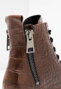 Kennel + Schmenger - BOBBY - Platform ankle boots - cognac - 2