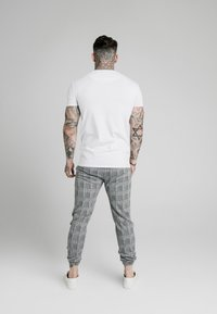 SIKSILK - PANEL SMART TEE - T-shirt print - white - 2